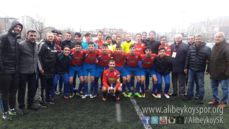 Şampiyon Alibeyköyspor kupasını aldı