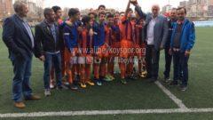U15 takımımız şampiyonluk kupasını kaldırdı